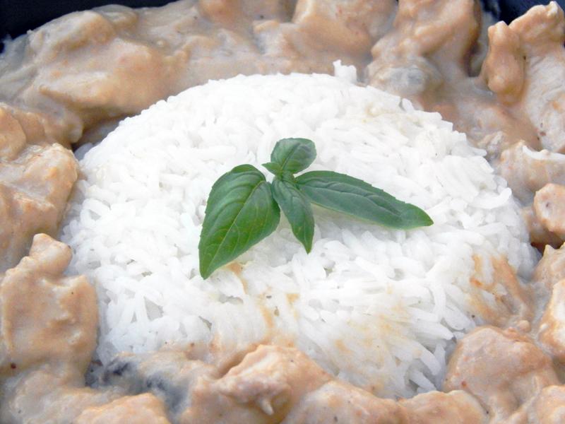 La cuisine du studio : Poulet au lait de coco et noix de cajou